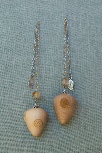 Rock Alder Pendulum with agate gem stone bead